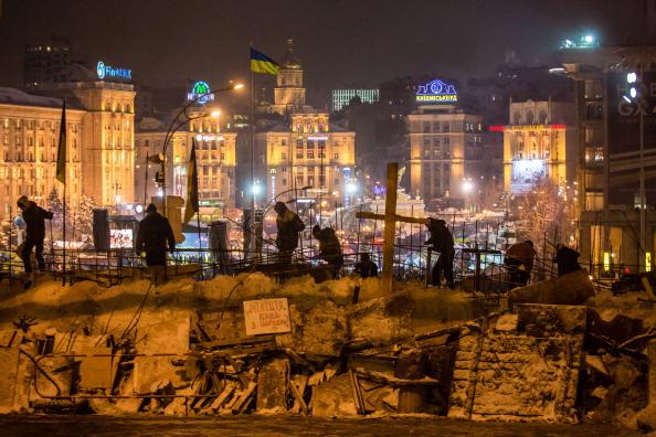 За ніч у центрі Києва збільшилася кількість барикад. Фото: Brendan Hoffman/Getty Images