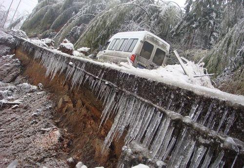 26 января, г.Ченчжоу провинции Хунань. Из-за непогоды остановлен транспорт. Фото: AFP