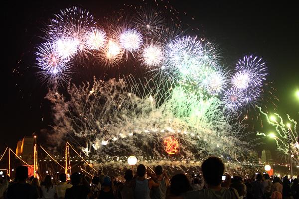Сидней, Австралия. Каждый год 31 декабря ровно в полночь тысячи фейерверков освещают небо над Sydney Harbour. Фото: Jeremy Ng/Getty Images