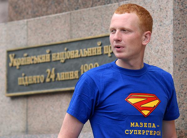 Учасники акції Мазепа forever біля будівлі КМДА в Києві 8 липня 2010 року. Фото: Володимир Бородін / The Epoch Times