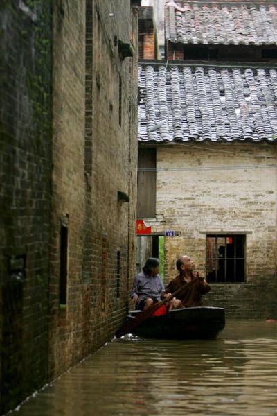 18 июня. Город Чжаочин провинции Гуандун. Наводнение, вызванное сильными дождями. Фото: Chan/Getty Images
