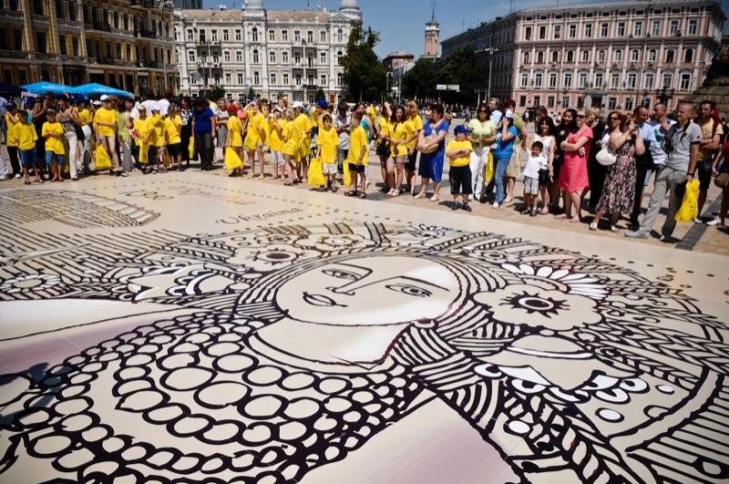 Огромная марка в честь Евро-2012 попала в Книгу рекордов Украины. Фото: Владимир Бородин/EpochTimes.com.ua