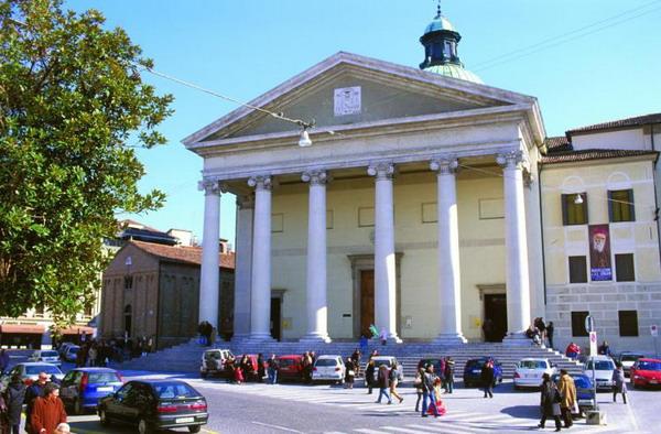 Міський кафедральний собор (12 століття). Тут можна побачити фреску Тіціана «Благовіщення». Фото з сайту theepochtimes.com