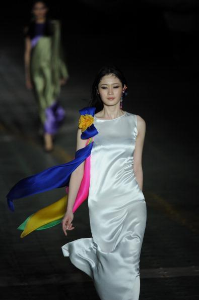 Пьер Карден (Pierr Cardin) представив свою колекцію на тижні моди. Фото: PETER PARKS/AFP/Getty Images