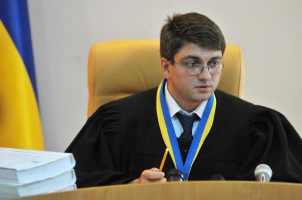 Судья Радион Киреев во время заседания суда по делу экс-премьер-министра Украины Юлии Тимошенко в Печерском районном суде 4 июля 2011 года. Фото: Владимир Бородин/The Epoch Times Украина