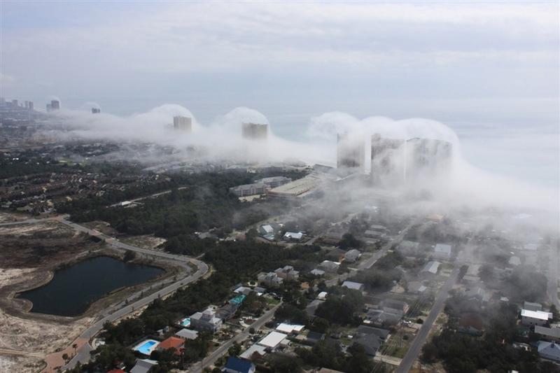 Облачное цунами на пляже в Панама-Сити, Флорида. Фото: Mike Schaeffer и JR Hott на facebook.com/PanhandleHelicopter