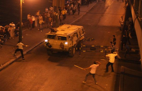 Телевидение Каира призвало своих граждан выйти на улицы и помочь полиции усмирить тысячи христиан-коптов. Фото: Getty Images