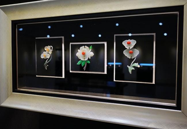 Такі повсякденні об'єкти, як квіти, птахи, комахи і риби використані для створення цих унікальних зразків ювелірного мистецтва — ювелірних виробів з нефриту. Фото: Ван Пейнань