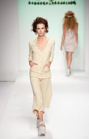 Коллекция одежды сезона весна-2008 от Ecoganik на Неделе моды Mercedes-Benz Fashion Week в Калвер-Сити (Калифорния). Фото: Mark Mainz/Getty Images for IMG