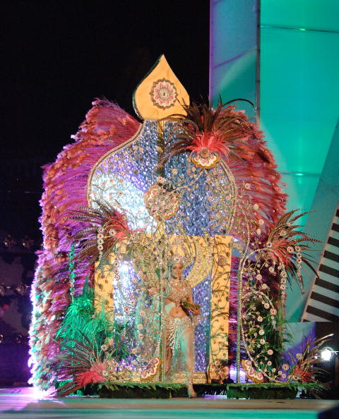 В Испании стартовал красочный карнавал. Фото: Torsten Laursen/Getty Images