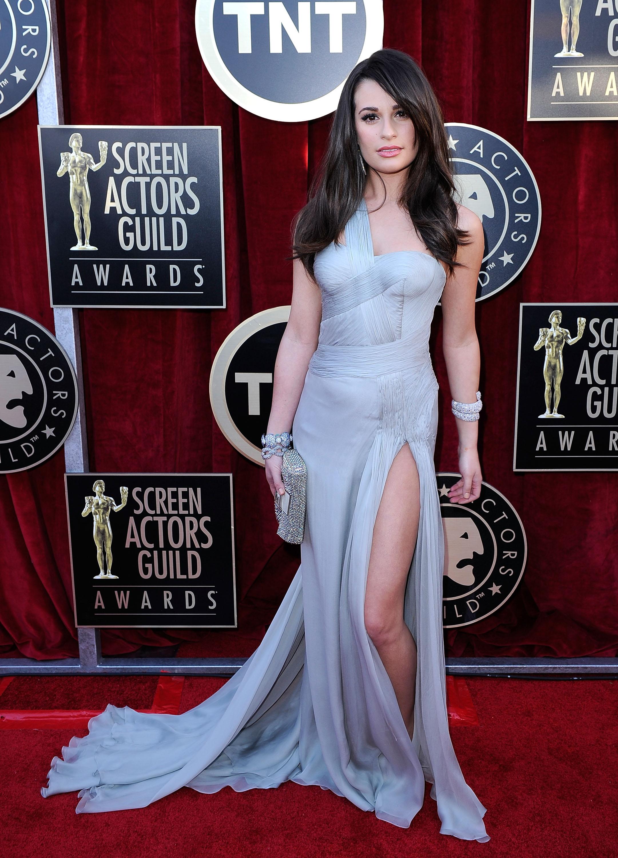Леа Мішель у сіро-срібній сукні від Versace і сумочкою від Fendi. Фото: Kevork Djansezian/Getty Images