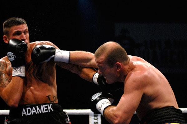 Украинский боксер отстоял титул интерконтенентального чемпиона мира по версии WBA в бою с чехом Томасом Адамеком в Киеве 21 октября 2009 года. Фото: Владимир Бородин/The Epoch Times