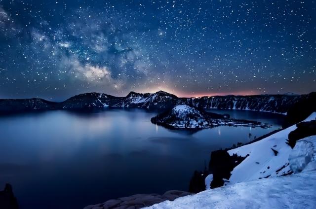 Млечный Путь над озером Крейтер, штат Орегон. Фото: Nagesh Mahadev/outdoorphotographer.com