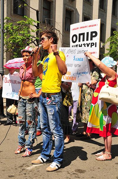 Акция в поддержку украинских СМИ лишённых частот вещания прошла в Киеве 3 июня 2011 года возле Администрации президента. Фото: Владимир Бородин/The Epoch Times Украина