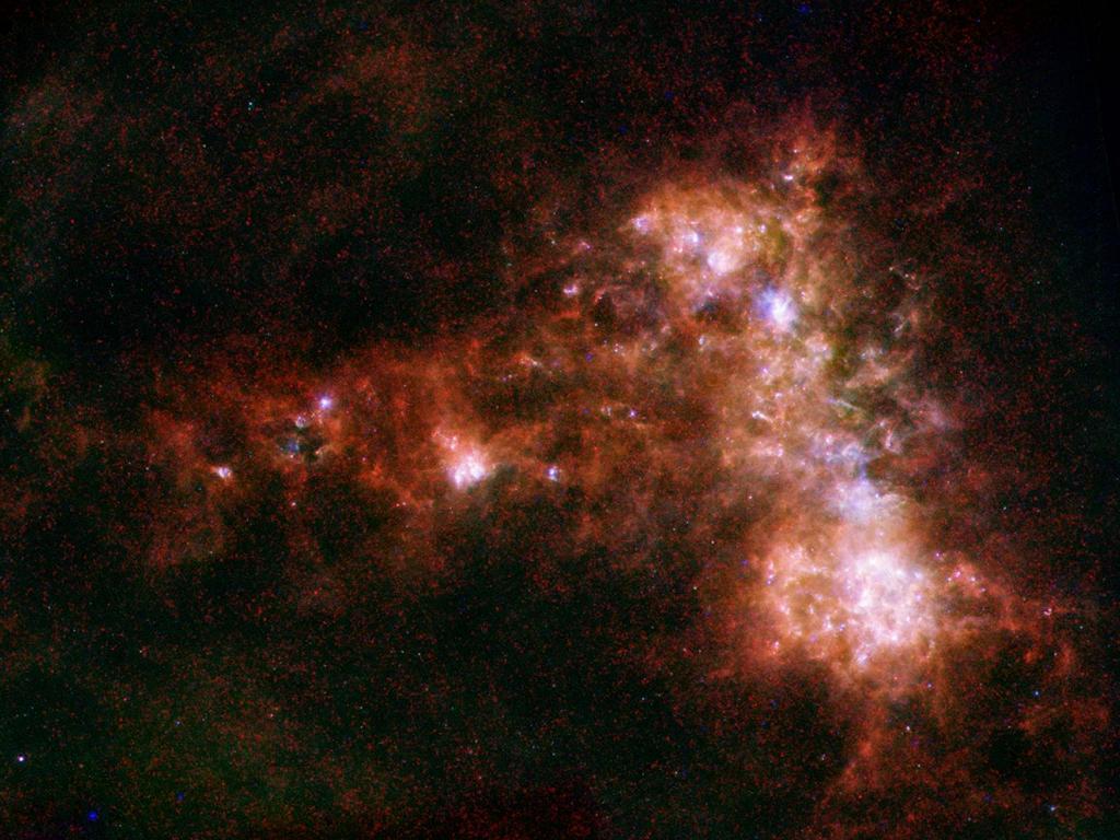 Малое Магелланово Облако. Справа хорошо видна полоса молодых звёзд, излучение которых выдувает вещество, образующее слева на фотографии подобие крыла. Фото: ESA/NASA/JPL-Caltech/STScI