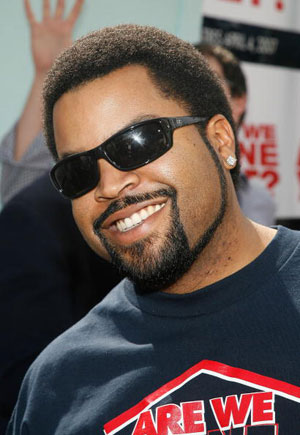 Актор і співак (Ice Cube) на прем'єрі фільму «Ми вже закінчили?» (Are We Done Yet ) у The Mann Village Theatre. Фото: Vince Bucci/Getty Images