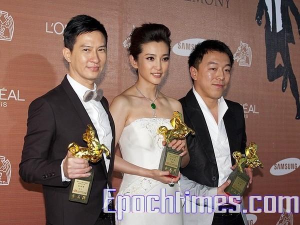 Наряди китайських зірок на 46-ій церемонії вручення нагород Golden Horse в Тайпєє. Фото: SONGBIHUA/The Epoch Times