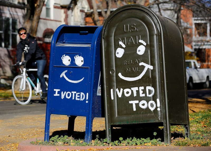 Денвер, США, 6 ноября. Страна выбирает президента. Надписи на почтовых ящиках: «Я проголосовал», «И я тоже». Фото: Marc Piscotty/Getty Images