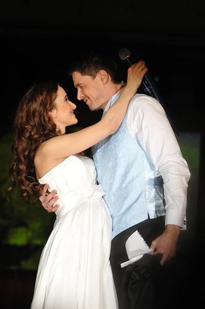 Участница конкурса Невеста года в Украине-2010 вместе с мужем во время чтения эссе. Фото: Владимир Бородин/The Epoch Times Украина