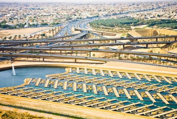 Победителем в группе Инновация также стал Роуэн Е. Бестманн. На фото - очистка воды через систему каналов и дамб в Рияде, Саудовская Аравия. Фото: pravda.com.ua