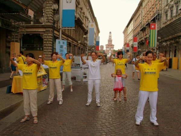 Милан, Италия. День памяти погибших от репрессий практикующих Фалунь Дафа. Фото: Великая Эпоха