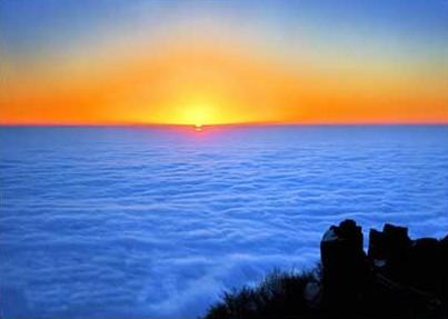 Море из облаков на рассвете в горах Эмэй. Фото с zhengjian.org