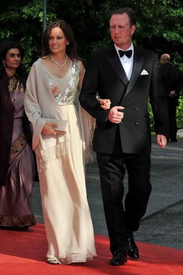 Наряды гостей на свадьбе принцессы Швеции Виктории. Фото: Pascal Le Segretain/Getty Images