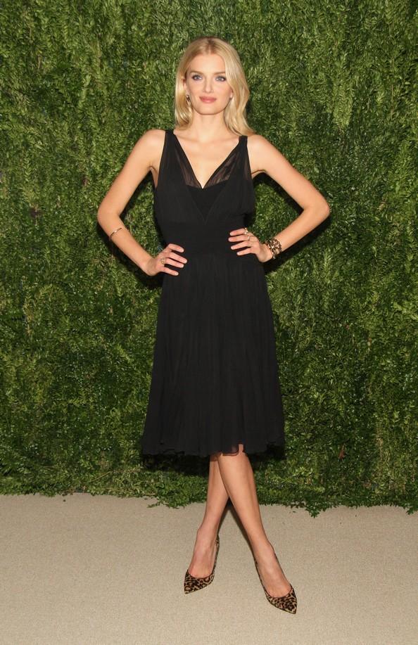 Наряды звёзд на CFDA/Vogue Fashion Fund. Фото: Mireya Acierto/Getty Images