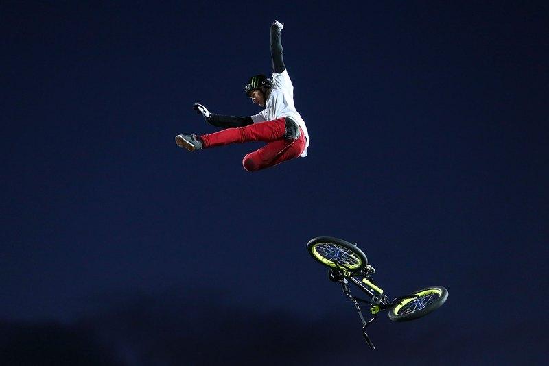 Веллінгтон, Нова Зеландія, 9 лютого. Енді Бакуорт втрачає велосипед під час виконання трюку на шоу екстремального спорту «Nitro Circus Live». Фото: Hagen Hopkins/Getty Images