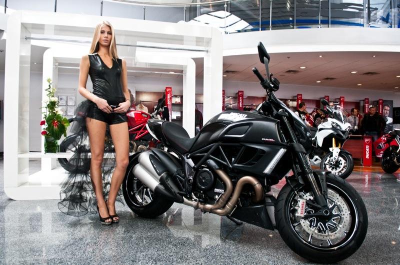 Столичное автошоу 2011 представило более 20 всемирно известных брендов автомобилей. Фото: Владимир Бородин/The Epoch Times Украина