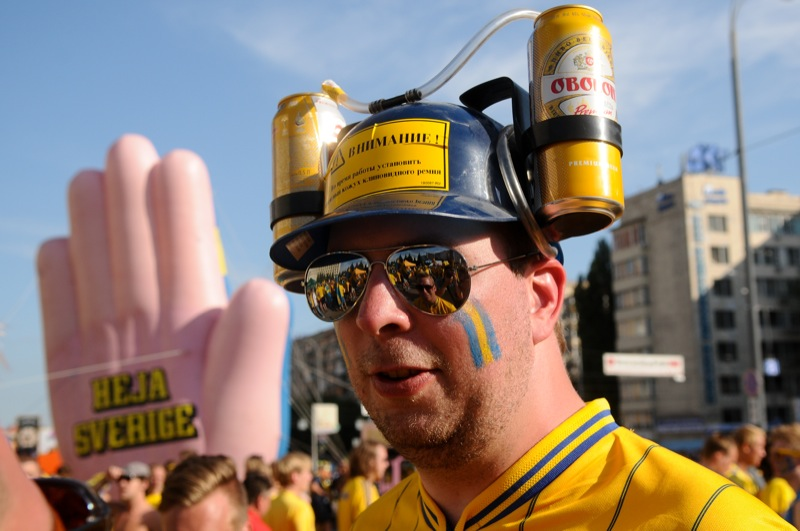 Марш шведських уболівальників перед матчем збірних України і Швеції на Євро-2012 відбувся 11 червня у центрі Києва. Фото: Володимир Бородін/EpochTimes.com.ua
