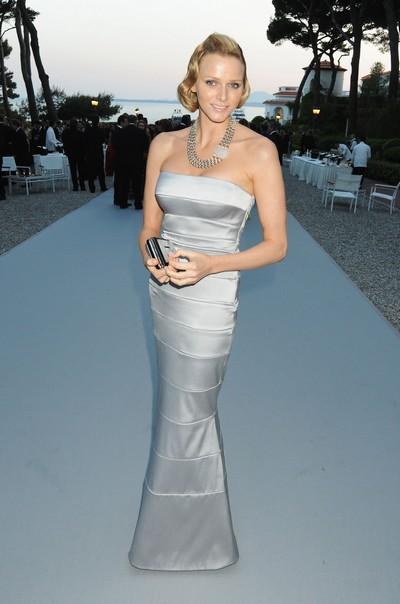 Наряды звезд на благотворительном вечере Фонда amfAR Кино против СПИДа. Фото: Getty Images
