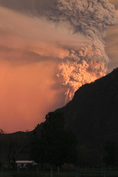 Извержение вулкана Пуйеуэ. Фото: ALVARO VIDAL/AFP/Getty Images