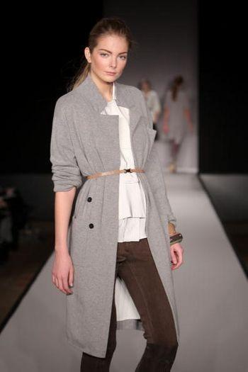 Коллекция женской одежды осень 2008 от дизайнера Карлоса Миле (Carlos Miele), представленная 6 февраля на неделе моды от Mercedes-Benz в Нью-Йорке. Фото: Scott Gries/Getty Images