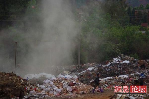 Одна из крупных свалок мусора в Китае