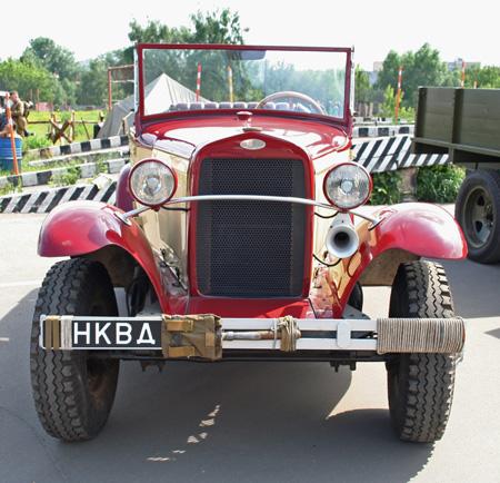 Выставка исторических автомобилей «ВИВАТ-2009» на Юго-Востоке Москвы была приурочена дате начала Великой Отечественной войны 1941-1945 гг. Фото: Анатолий Белов/Великая Эпоха