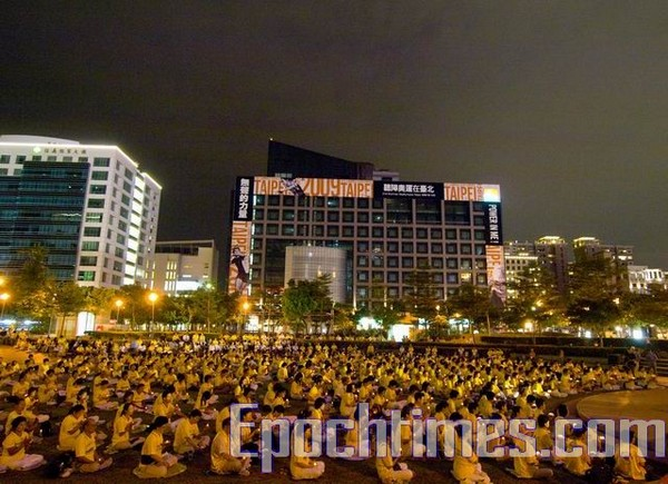 Акция памяти погибших в Китае от репрессий последователей Фалуньгун. Город Тайнань, Тайвань. 18 июля 2009 год. Фото: Лай Южун/The Epoch Times