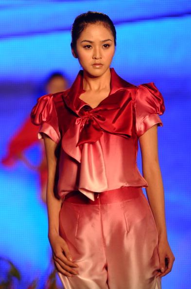 Весна-літо 2012 на В'єтнамської тижні моди. Фото: HOANG DINH NAM/AFP/Getty Images