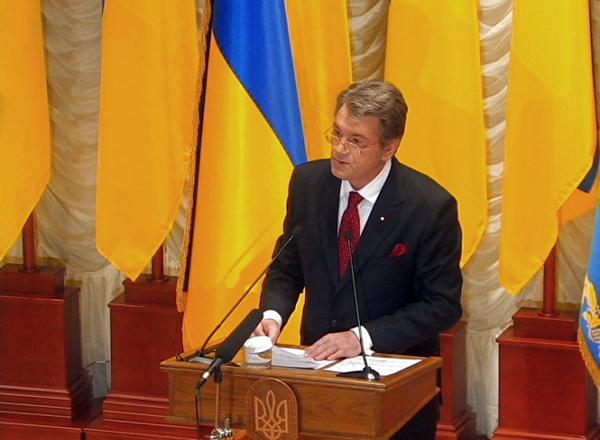 Президент Виктор Ющенко произносит речь на открытии Музея украинской революции. Фото: NTD