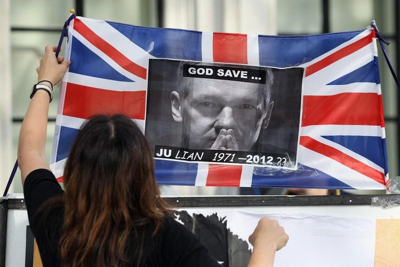 Лондон, Англія, 30травня. Верховний суд Великобританії виніс рішення про екстрадицію засновника сайту WikiLeaks Джуліана Ассанжа до Швеції. Фото: Oli Scarff/Getty Images