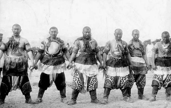 Монгольские богатыри. Фото: William Purdom