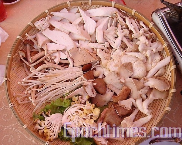 Вареные грибы с омарами