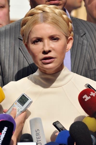 Экс-премьер министр Украины Юлия Тимошенко перед началом очередного судебного заседания в Печерском районном суде 4 июля 2011 года. Фото: Владимир Бородин/The Epoch Times Украина