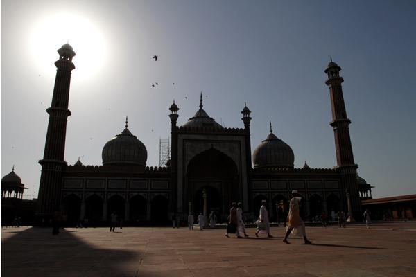 В мечети Джама Масджид, построенной в 1665 году, хранится одна из реликвий — копия Корана, написанного на коже оленя.Фото: Dan Istitene / Getty Images