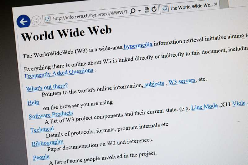 Женева, Швейцария, 30 апреля. Учёные Европейской организации по ядерным исследованиям собираются восстановить первый в мире интернет-сайт по обнаруженной копии, датируемой 1992 годом. Фото: FABRICE COFFRINI/AFP/Getty Images