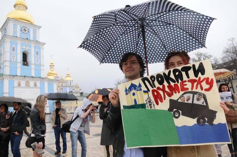 Мітинг проти руйнування Андріївського узвозу пройшов у Києві на Михайлівській площі 21 квітня 2012 року. Фото: Володимир Бородін / The Epoch Times Україна