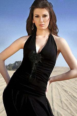 Участница конкурса Yara Naoum, 19 лет, студентка Академии Искусств. Рост 176 см. Вес 59 кг. Фото: facetofacegypt.com