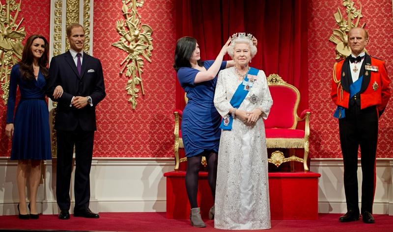 Лондон, Англия, 14мая 2012. В Музее мадам Тюссо выставлена восковая фигура королевы Елизаветы II, которая создана в честь 60-летия правления королевы Великобритании. Фото: LEON NEAL/AFP/GettyImages