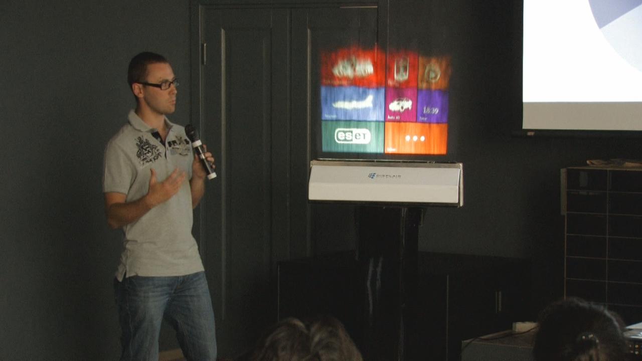 В Киеве презентовали дисплей из воды от российских разработчиков. Фото: NTD