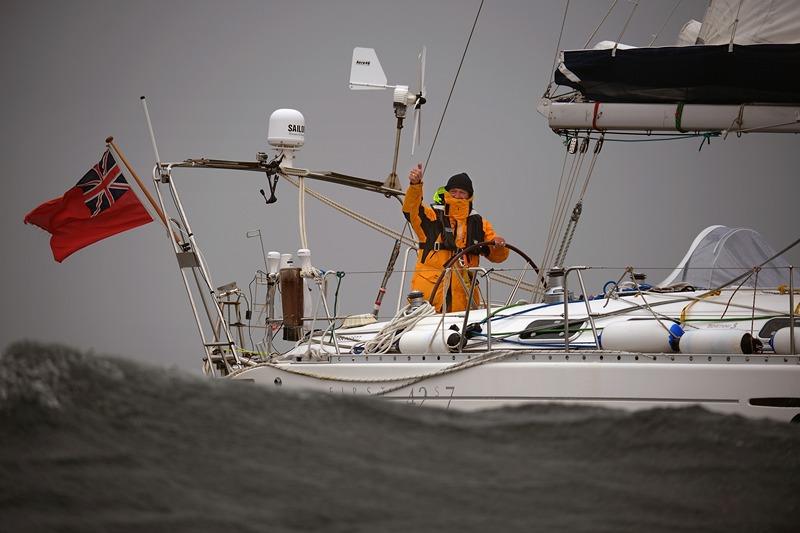 Трун, Шотландія, 8 травня. 55-річний Джеррі Хьюз повертається в рідний порт на яхті «Quest III». Перший у світі глухий моряк сам здійснив подорож навколо земної кулі. Фото: Jeff J Mitchell/Getty Images